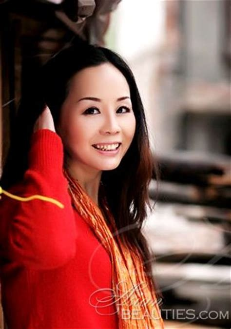 Young Asian profile Lihua from Wuhan, 60 yo, hair color Black